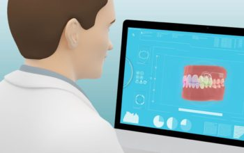Ortodontista kontroluje na počítači postavenie zubov